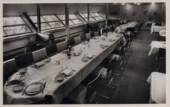 Dining Room of Hindenburg, with Port Promenade (Airships.net collection)